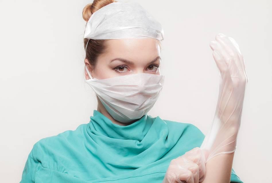 lekarz przed operacją