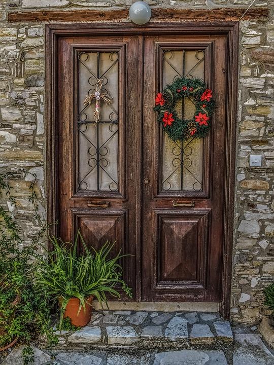 zewnętrzne drzwi drewniane